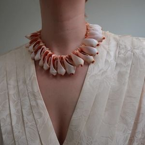 Vintage shell cluster collar necklace